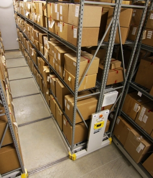 Boxed storage on high-density mobile system with wide span shelving