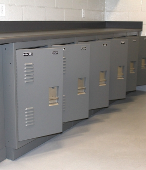Personal storage lockers for prisoner property
