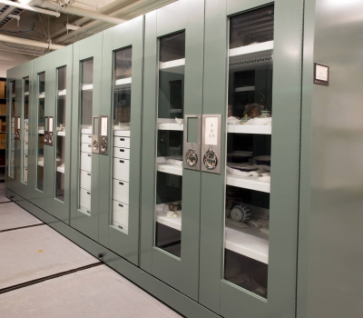 Museum cabinet on compact mobile storage system