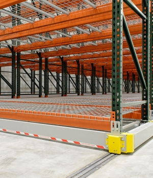 frozen-warehouse-cold-storage-racking-on-rails-compact-efficient